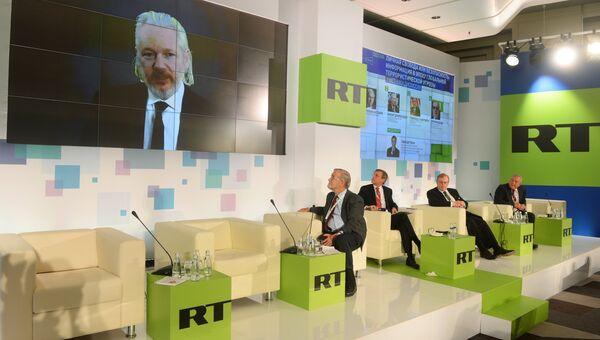 Сооснователь WikiLeaks Джулиан Ассанж участвует в конференции RT Информация, политика, СМИ: формирование нового миропорядка