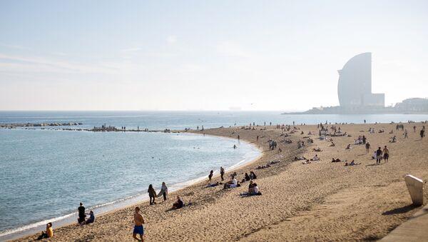 Городской пляж в Барселоне. Архивное фото