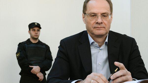 Экс-губернатор Новосибирской области Василий Юрченко в Центрального районном суде Новосибирска во время судебного заседания. Архивное фото
