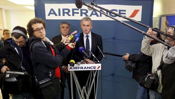 Исполнительный директор авиакомпании Air France во время пресс-конференции в Париже. 21 декабря 2015
