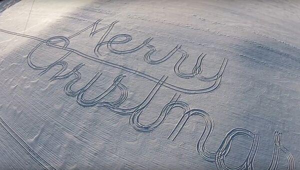 Трактор пишет на снегу