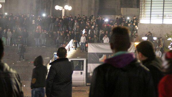Мигранты у железнодорожной станции в Кёльне. Архивное фото