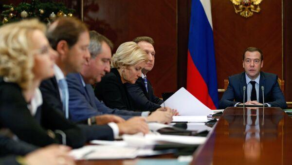 Премьер-министр РФ Д. Медведев провел совещание по финансово-экономическим вопросам