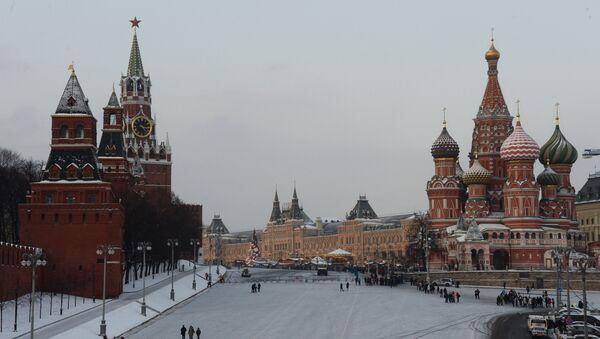 Васильевский спуск и Красная площадь в Москве, архивное фото