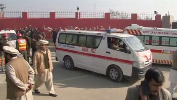 На месте нападения боевиков на университет Бача Хан, Пакистан. Кадр из видео