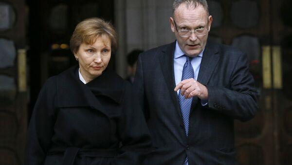 Жена Александра Литвиненко Марина и адвокат Бен Эммерсон. Архивное фото
