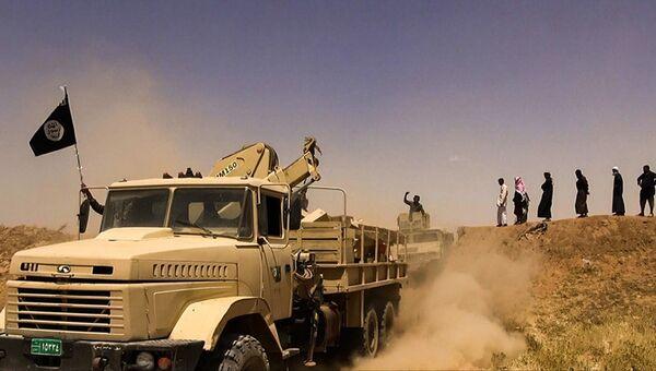 Боевики террористической группировки Исламское государство на границе Сирии и Ирака. Архивное фото