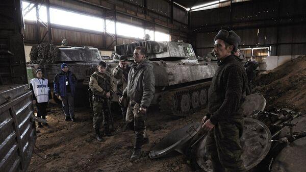 Ополчение ДНР отводит минометы из Донецка. Архивное фото