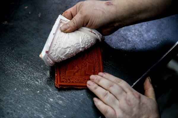 Восковая форма цехе по производству церковной утвари и сувенирной продукции на предпирятии OOO Новгородское литье