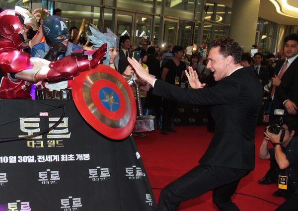 Актер Том Хиддлстон на премьере фильма Тор 2: Царство тьмы в Сеуле, Корея