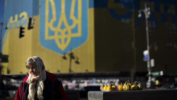 Жительница Украины продает овощи на Площади Независимости в Киеве. 2014 год. Архивное фото