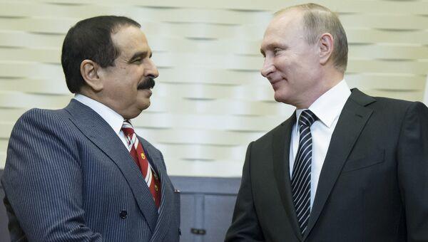 Президент России Владимир Путин во время переговоров с королем Бахрейна Хамадом бен Исой Аль Халифой. Архивное фото