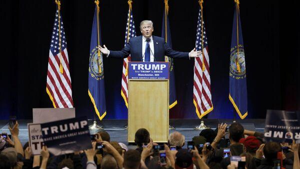 Кандидат в президенты США Дональд Трамп во время предвыборной кампании в Манчестере, Нью-Гемпшир, 8 февраля 2016