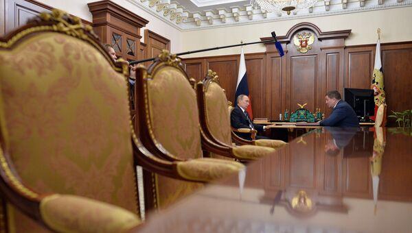 Рабочая встреча президента РФ В.Путина с губернатором Волгоградской области А. Бочаровым