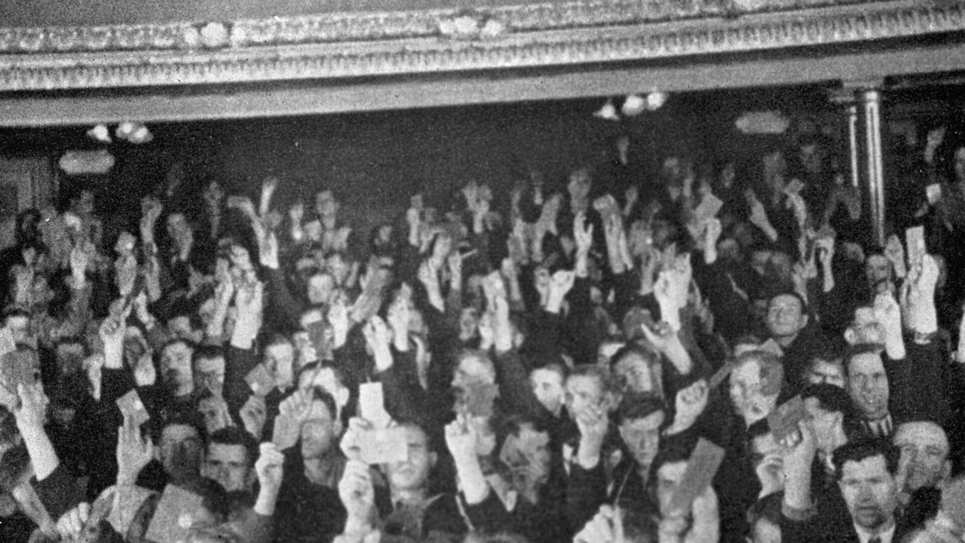 Депутаты Народного собрания голосуют за воссоединение Западной Украины с Советским Союзом - РИА Новости, 1920, 01.10.2020