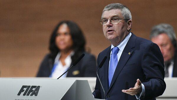 Президент Международного олимпийского комитета Томас Бах на внеочередном конгрессе Международной федерации футбола (ФИФА) в Халленштадионе, где проходят выборы нового президента ФИФА. Архивное фото