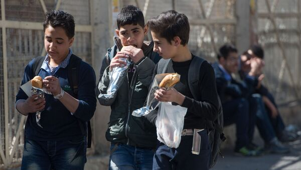 Подростки на одной из улиц Дамаска