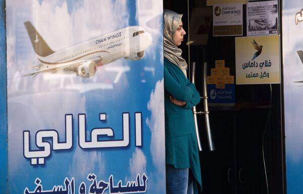 Женщина на одной из улиц Дамаска