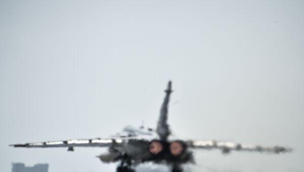 Российский фронтовой бомбардировщик Су-24 готовится к вылету с авиабазы Хмеймим. Архив