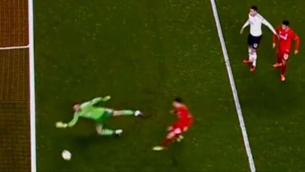 Давид Де Хеа тащит невероятный мяч