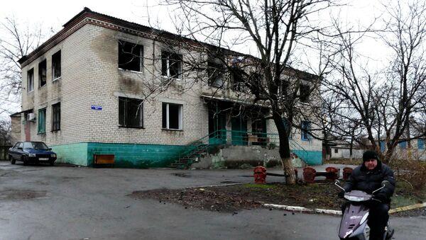 Один из домов в поселке Зайцево под Горловкой, который был обстрелян украинскими силовиками. Архивное фото