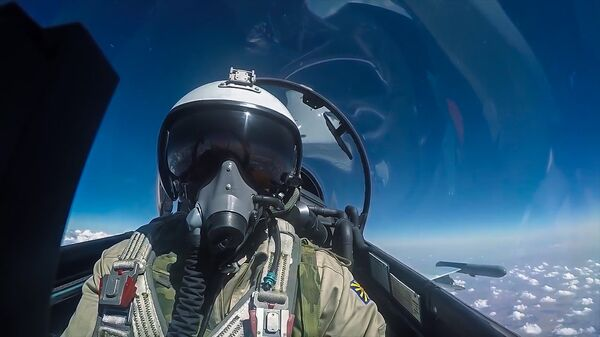 Пилот истребителя Су-30 ВКС РФ во время боевого вылета в Сирии. Архивное фото
