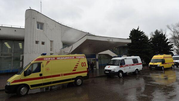 Машины Скорой медицинской помощи в аэропорту Ростова-на-Дону, где при посадке разбился пассажирский самолет Boeing-737-800. Архивное фото