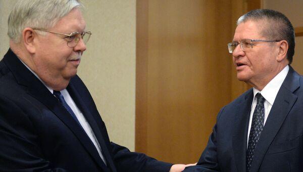 Встреча министра экономического развития РФ А. Улюкаева с послом США в России Д. Теффтом