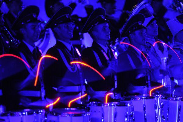 Музыканты Оркестра суворовцев Московского военно-музыкального училища на торжественной церемонии закрытия военно-музыкального фестиваля Спасская башня