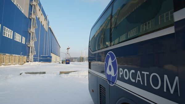 Автомобиль государственной корпорации Росатом у здания воздухоохлаждаемого хранилища отработанного ядерного топлива ФГУП Горно-химический комбинат. Архивное фото