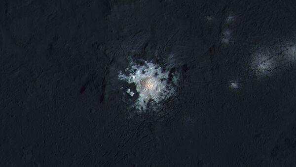 Цветная фотография кратера Оккатор на Церере