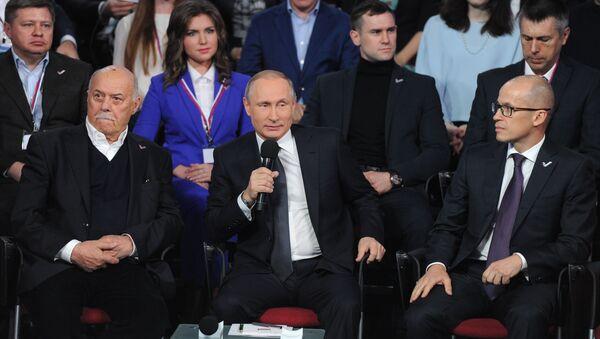 Президент России Владимир Путин принимает участие в работе III Медиафорума Общероссийского народного фронта