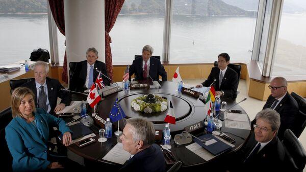 Участники первой встречи саммита глав МИД G7 в Хиросиме, 10 апреля 2016