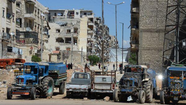 Местные жители продолжают жить в разрушенных домах в районе Салах-ад-дин в Алеппо. Архивное фото