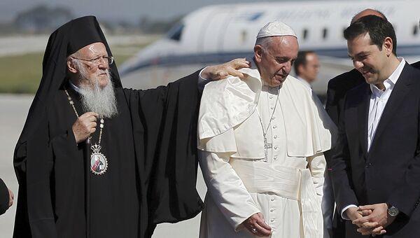 Папа римский прибыл на остров Лесбос, 16 апреля 2016. Архивное фото