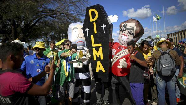 Акция протеста против президента Бразилии Дилмы Руссефф