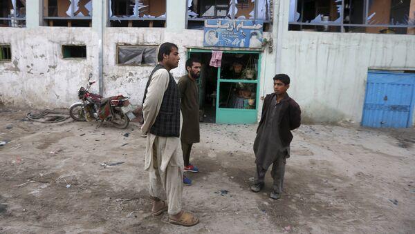 На месте взрыва в Кабуле, 19 апреля 2016