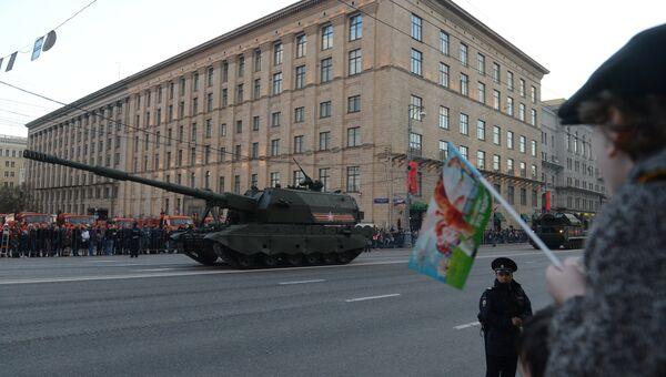Самоходная артиллерийская установка (САУ) Коалиция-СВ во время репетиции военного парада в Москве