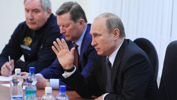 Президент России Владимир Путин на заседании Госкомиссии, которая выясняет причины переноса пуска ракеты-носителя Союз-2.1а на космодроме Восточный
