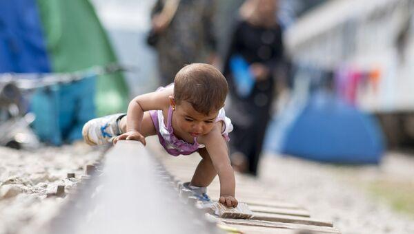 Ребенок в лагере для мигрантов и беженцев. 24 апреля 2016
