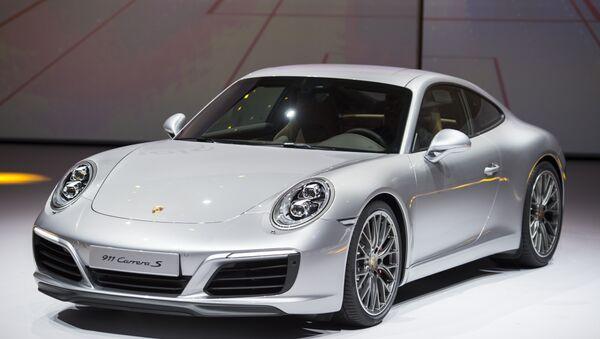 Автомобиль Porsche 911 Carrera S. Архивное фото