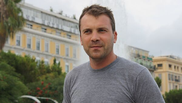 Специальный корреспондент Евгений Попов