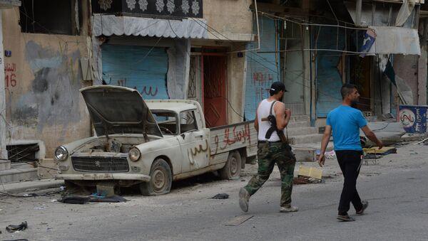 Мужчины идут по одной из улиц Пальмиры. Архивное фото