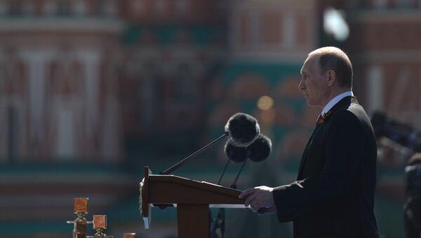 Президент России - Верховный Главнокомандующий Вооружёнными Силами Владимир Путин на военном параде в ознаменование 71-й годовщины Победы в Великой Отечественной войне 1941–1945 годов на Красной площади в Москве