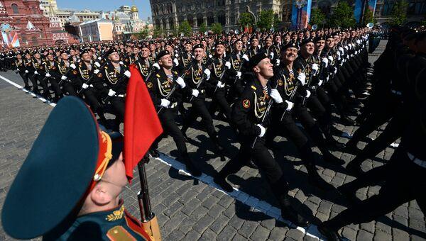 Военнослужащие парадных расчетов во время военного парада на Красной площади в честь 71-й годовщины Победы в Великой Отечественной войне 1941-1945 годов