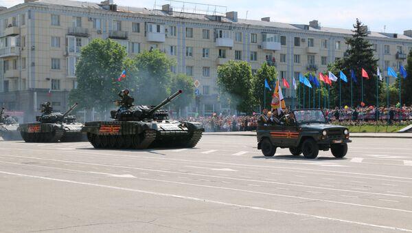 Парад в честь Дня Победы в Луганске. Архивное фото