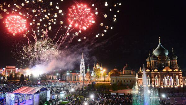 Праздничный салют в честь 71-й годовщины Победы в ВОВ в городах России