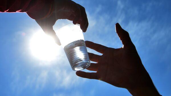 Пластиковый стакан. Архивное фото