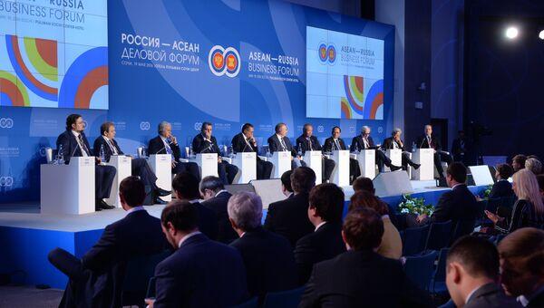 Участники пленарного заседания Партнерство Россия-АСЕАН в новой интеграционной архитектуре азиатско-тихоокеанского региона: возможности для бизнеса