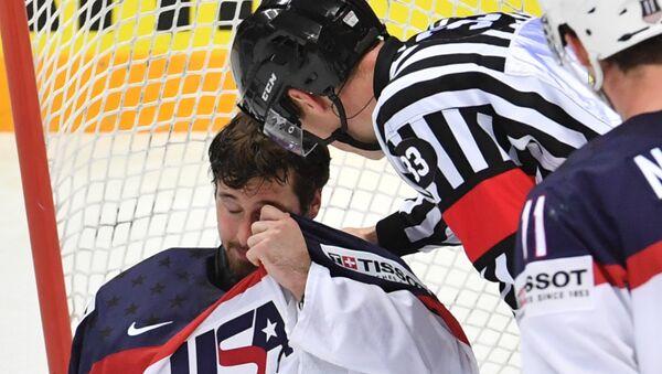 Вратарь сборной США Кейт Кинкейд в матче за третье место ЧМ по хоккею между сборными командами России и США
